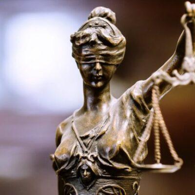 Masalah yang Dihadapi Profesional Hukum